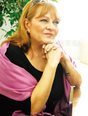 Богдана Карадочева готви с повечко мръвки