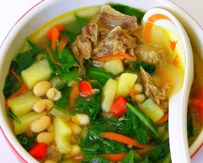 Месна супа със спанак и боб