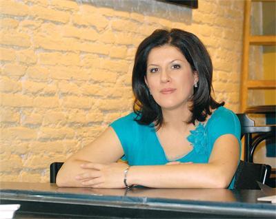 Жени Марчева готви по рецепти на съпруга си