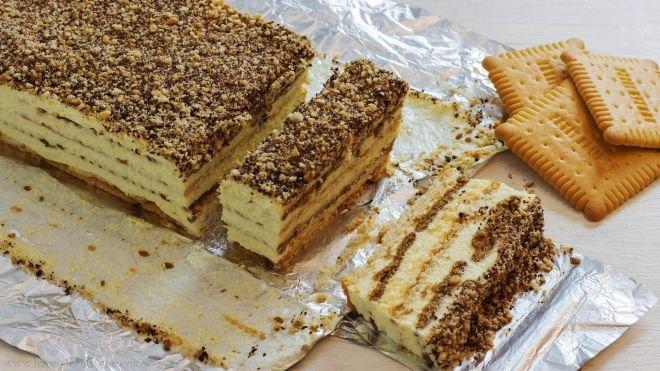 Бисквитена торта с бадеми и стафиди