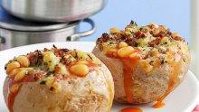 Пълнени картофи с боб