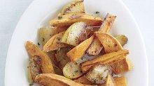 Печени ароматни картофки и ябълки