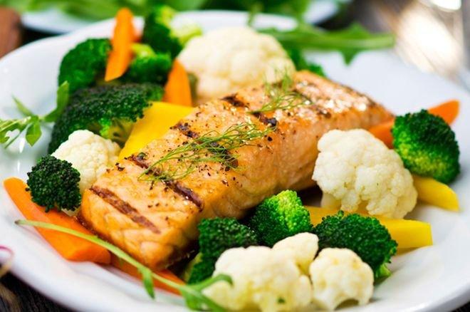 Сьомга със зеленчуци на пара