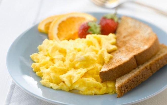 Бъркани яйца с масло