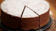 Шоколадова торта с бисквитки
