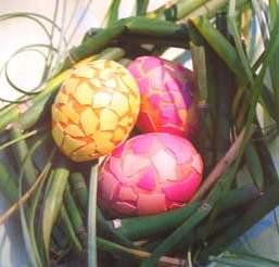 competitive price 3c4bb 70848 Върху повърхността на яйцето нанасяте лепило и залепвате парченца черупки  от яйца. Развихрете фантазията си и направете собствен дизайн за мозайка.